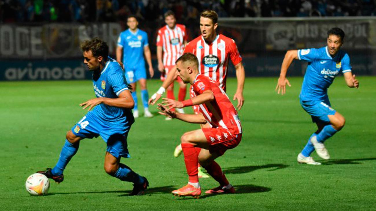 Una de las jugadas del partido del Fuenlabrada contra el Lugo