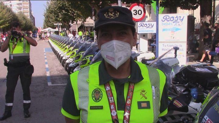 La guardia civil vigila la vuelta