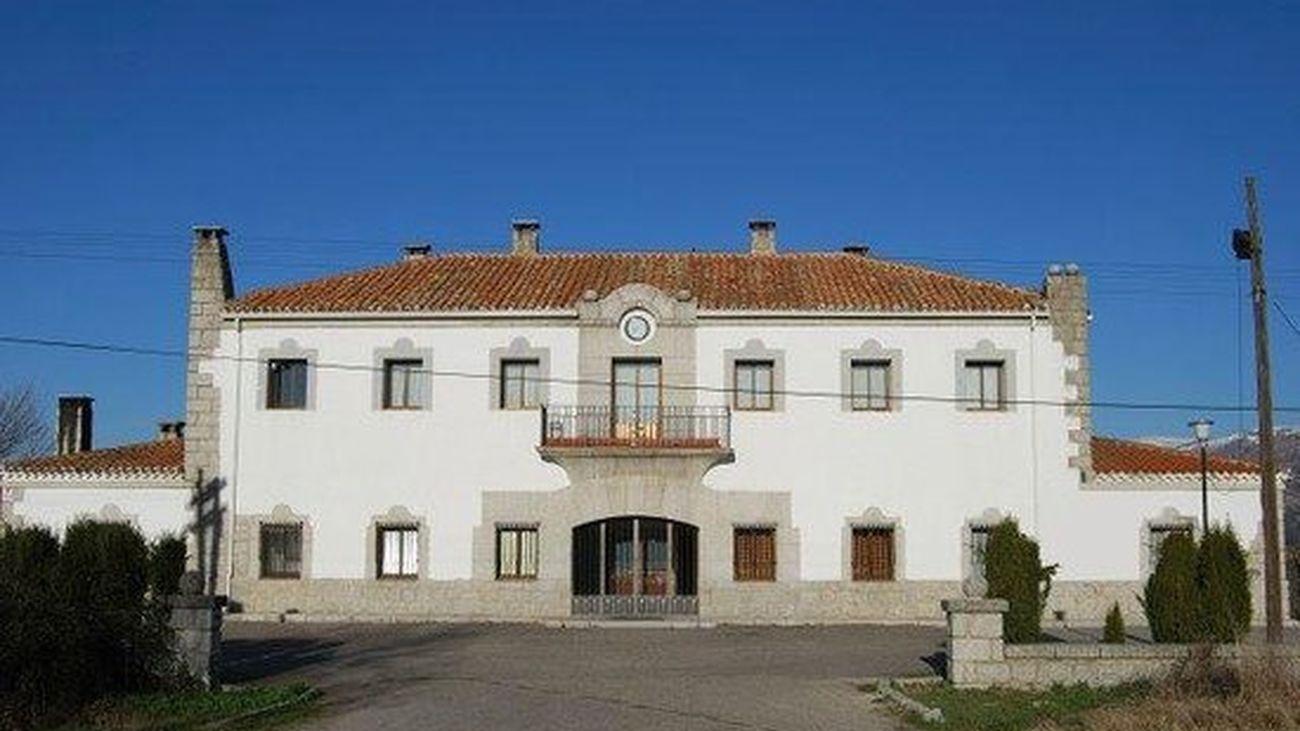 Estación del ferrocarril en Soto del Real, sin servicio tras la cancelación de la línea Madrid-Burgos