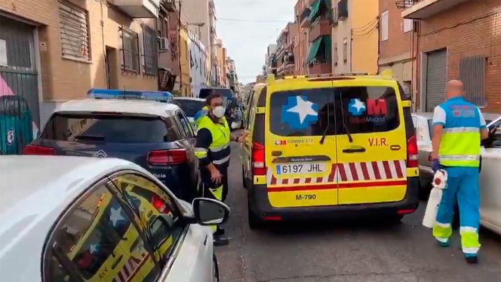 Dos jóvenes heridos por arma blanca en un domicilio de Puente de Vallecas
