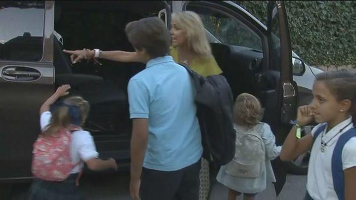 Así regresan al cole los 12 hijos de una familia numerosa de Madrid