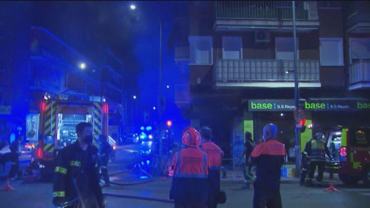 Ocho personas resultan intoxicadas por el incendio del almacén de una tienda de ropa en San Sebastián de los Reyes