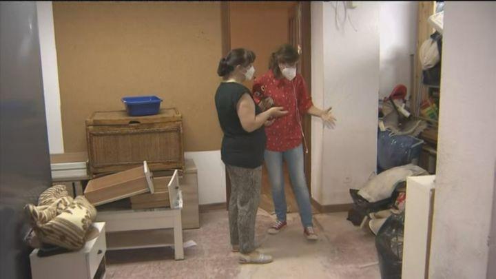 Casa destrozada en Vallecas por las aguas fecales que entraron por culpa de una alcantarilla taponada