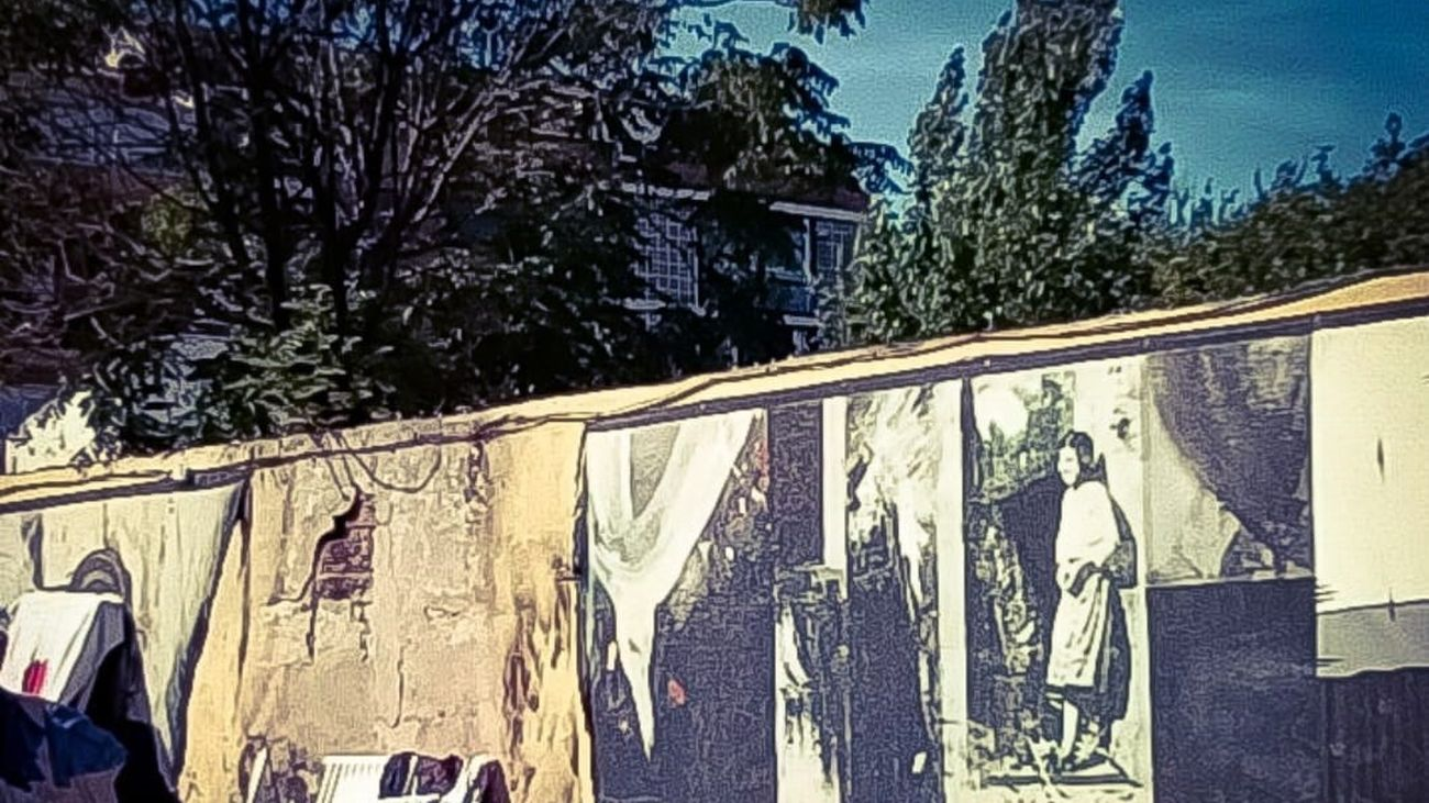 Estado en el que quedó tras el incendio el muro homenaje a Robert Capa