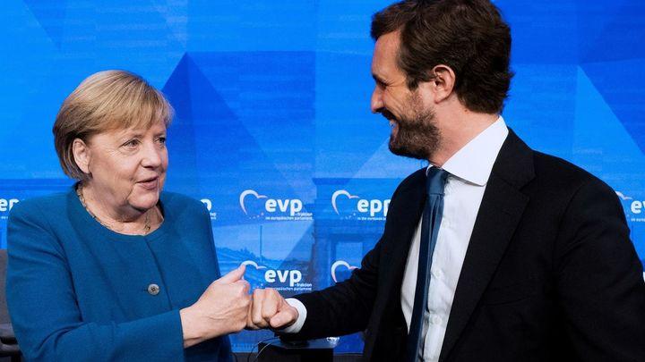 """Casado alerta ante los líderes del Partido Popular Europeo de la agenda """"radical"""" de Sánchez"""
