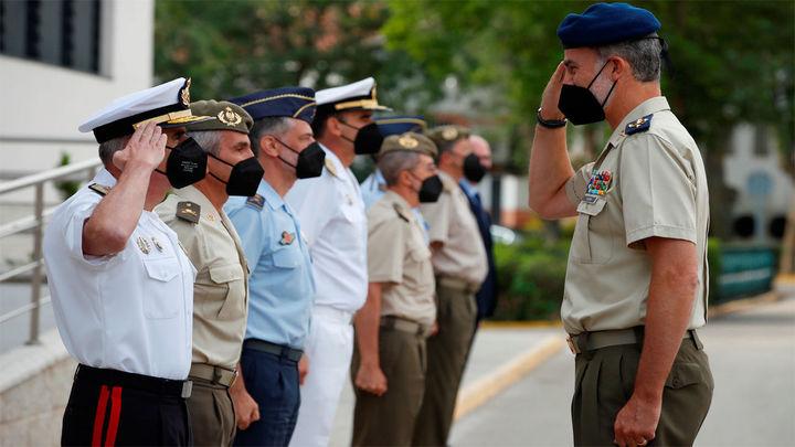 """El rey muestra su """"orgullo"""" a las Fuerzas Armadas por su misión de evacuación"""