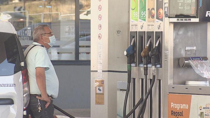 El precio de la gasolina se desboca siguiendo al de la luz que pulveriza todos los récords