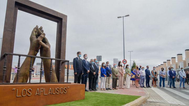 Torrejón rinde homenaje a los servicios esenciales durante la pandemia con las esculturas 'Los Aplausos'