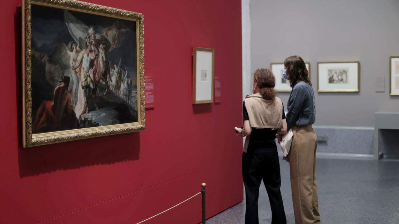 Visitantes de la exposición 'Cuarenta años de amistad. Donaciones de la Fundación Amigos del Museo del Prado'