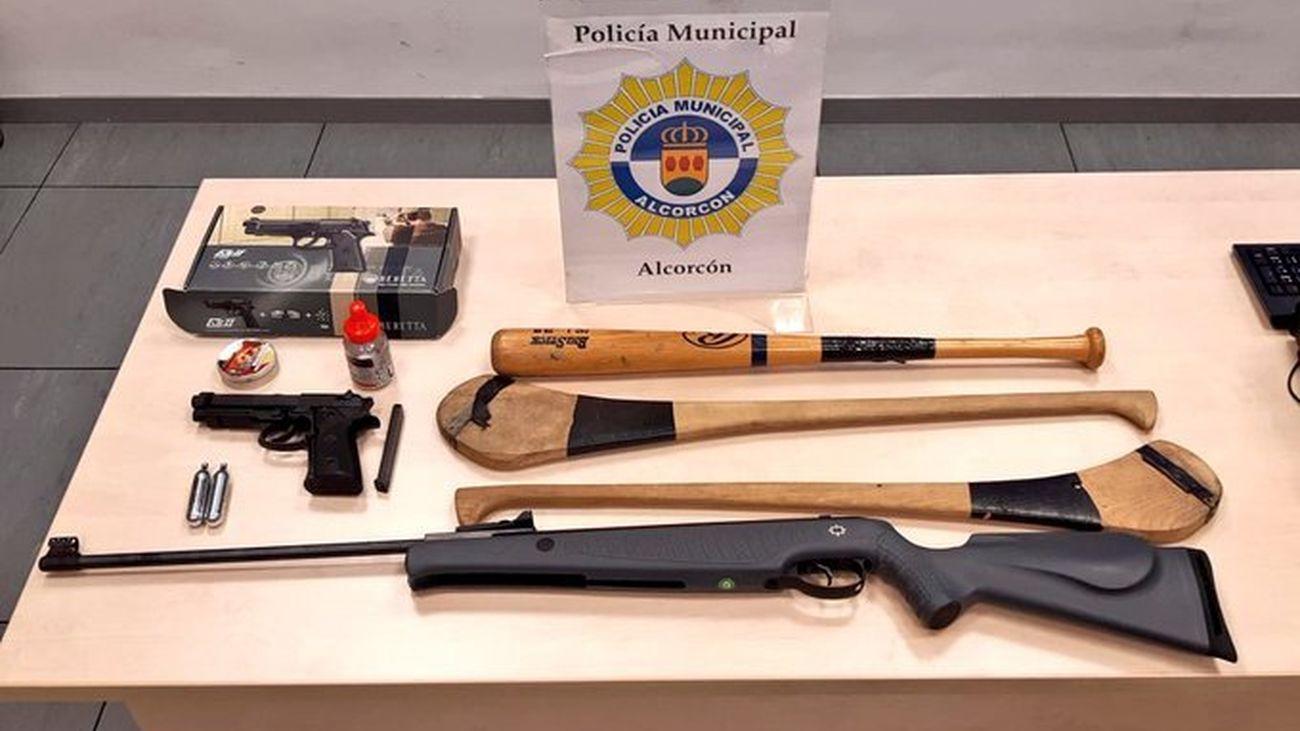 Armas y otros objetos intervenidos por la Policía Municipal de Alcorcón