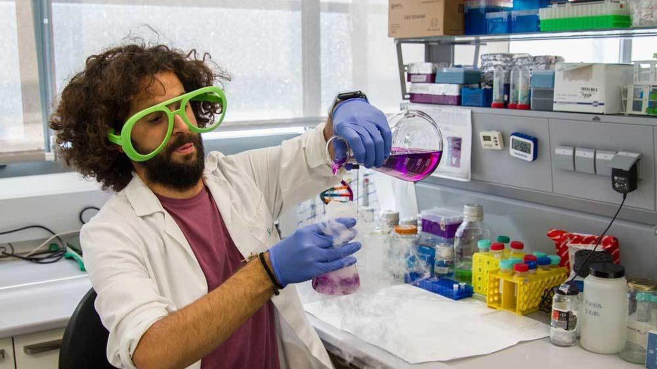 Carlos Peris, investigador de la Universidad de Granada, participante en la final de FameLab 2021