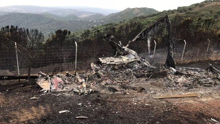 El helicóptero accidentado en Sierra Bermeja, calcinado por el fuego