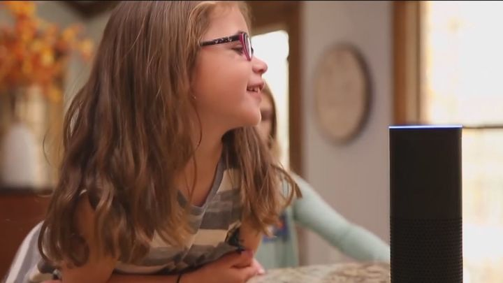 Los niños de entre 6 y 11 años hablan más con Siri que con sus abuelos