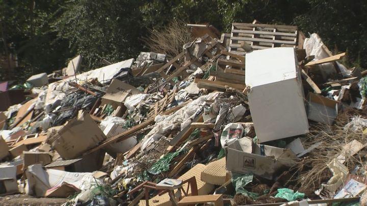 Los vecinos de San Fernando de Henares denuncian un vertedero ilegal junto al río