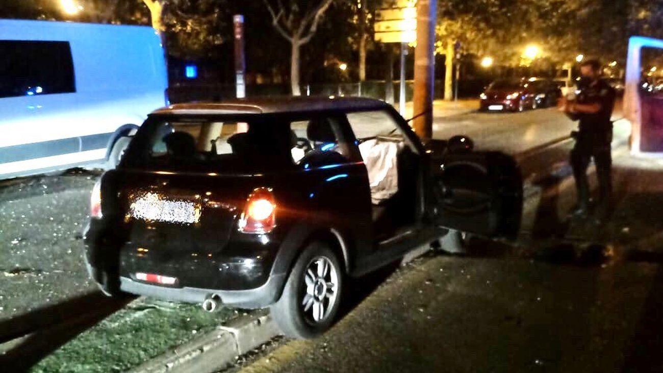 Detienen a un conductor ebrio que estrelló su coche contra una farola en Alcorcón