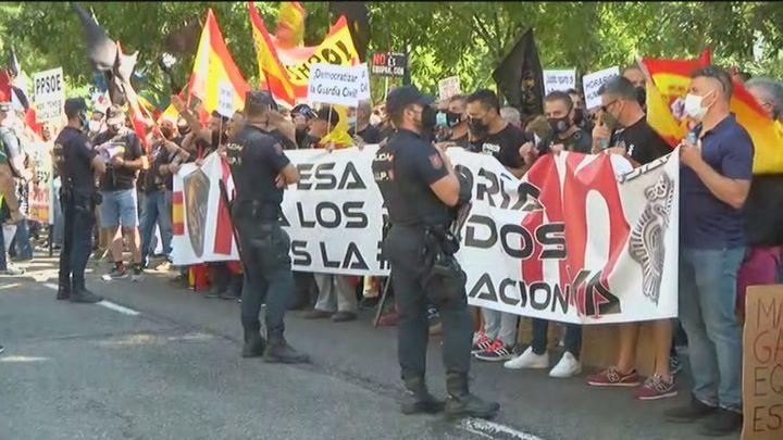 Agentes de Policía Nacional protestan frente a Interior para pedir igualdad salarial con los cuerpos autonómicos