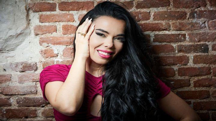 Beatriz Luengo presenta su éxito 'Chanteíto Pa' un Ex'