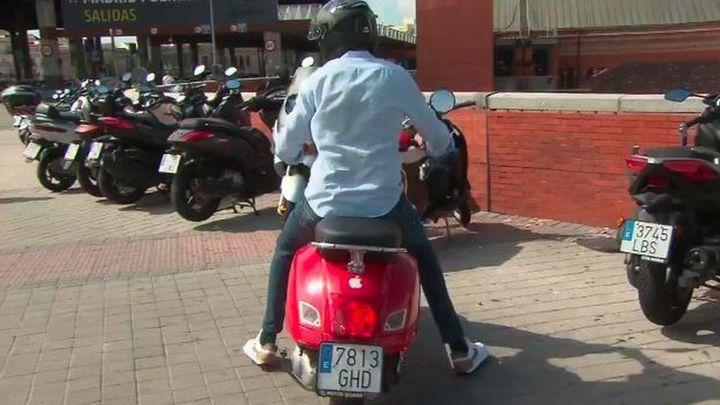La motos no podrán aparcar en las aceras, con la nueva ordenanza de movilidad