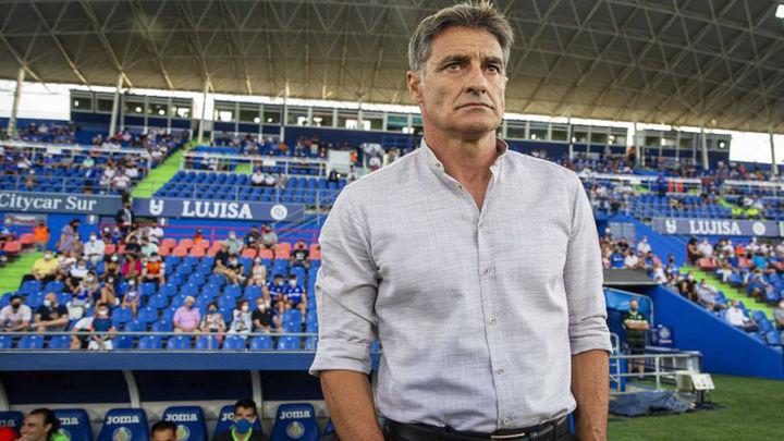 """Míchel: """"Buscaremos la victoria ante el Atlético sin nervios ni prisas"""""""