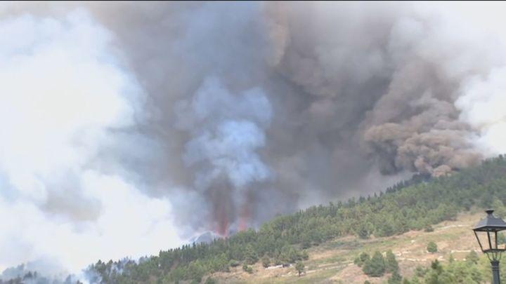 Los expertos recomiendan evitar la exposición a cenizas y humo procedente del volcán
