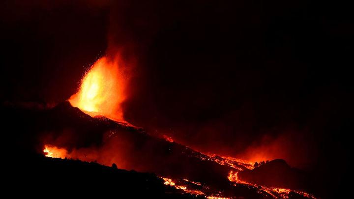 Emerge una nueva boca eruptiva en La Palma y hay más evacuaciones
