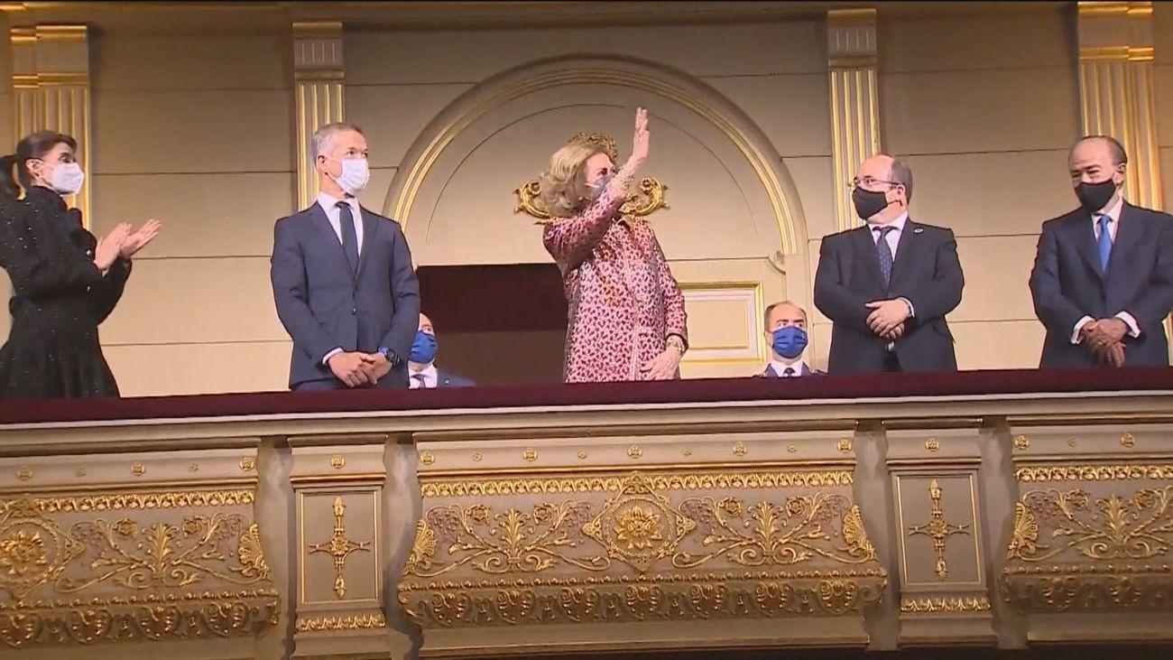 La reina Sofía preside el estreno de la temporada centenaria del Teatro Real