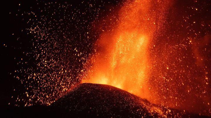 El volcán de La Palma entra en fases más explosivas, tras arrasar 240 hectáreas