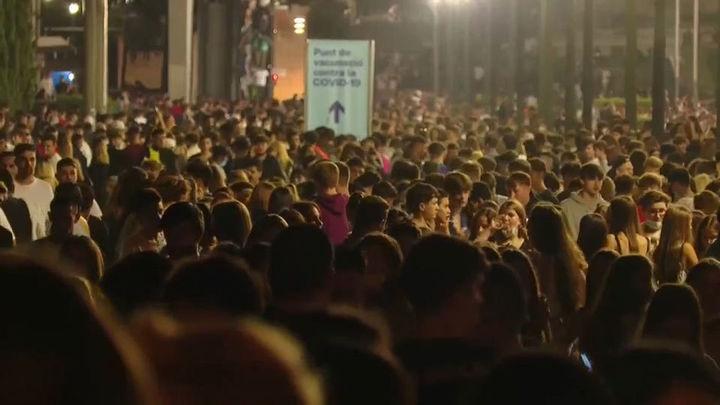 Un macrobotellón de 40.000 jóvenes en Barcelona deriva en 20 detenciones y una agresión sexual