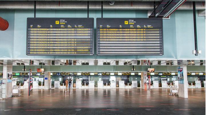 El aeropuerto de La Palma está inoperativo por la acumulación de cenizas