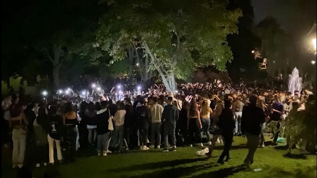 Madrid vive otro macrobotellón, con miles de jóvenes,  en el Parque de Berlín