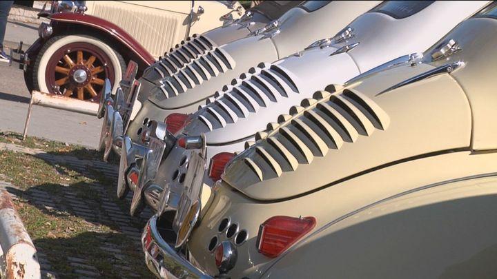 Pozuelo de Alarcón acoge una concentración de vehículos antiguos y superdeportivos