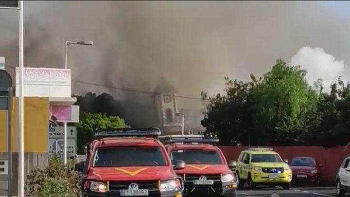 La lava del volcán de La Palma derriba la iglesia y el centro de salud de Todoque