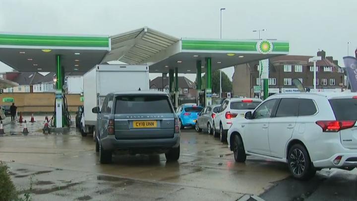 Las gasolineras de Reino Unido bloqueadas por la falta de conductores de cisternas de combustible