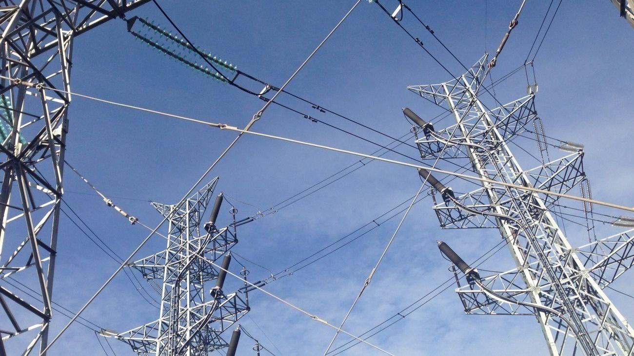 La luz alcanza este martes su segundo máximo histórico y costará 182,71 €/MWh