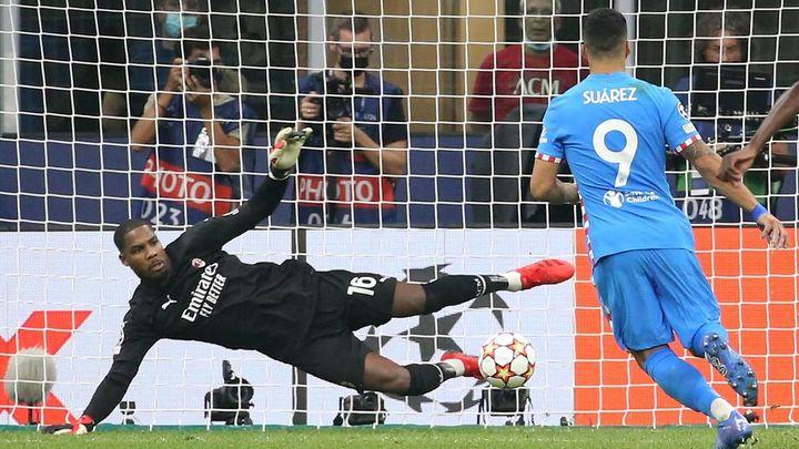 1-2. Luis Suárez da la victoria al Atlético de penalti en el 97 ante el Milan
