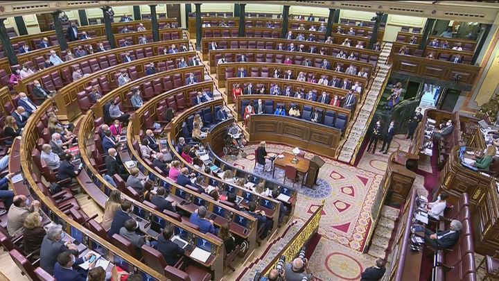 Crispación en el Congreso: Sánchez evita contestar las preguntas de Casado