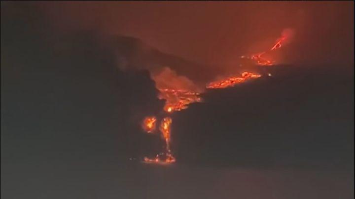 La lava del volcán de La Palma llega al océano