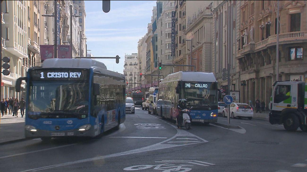 Cambios en 17 líneas de autobuses de Madrid para este 12 de octubre