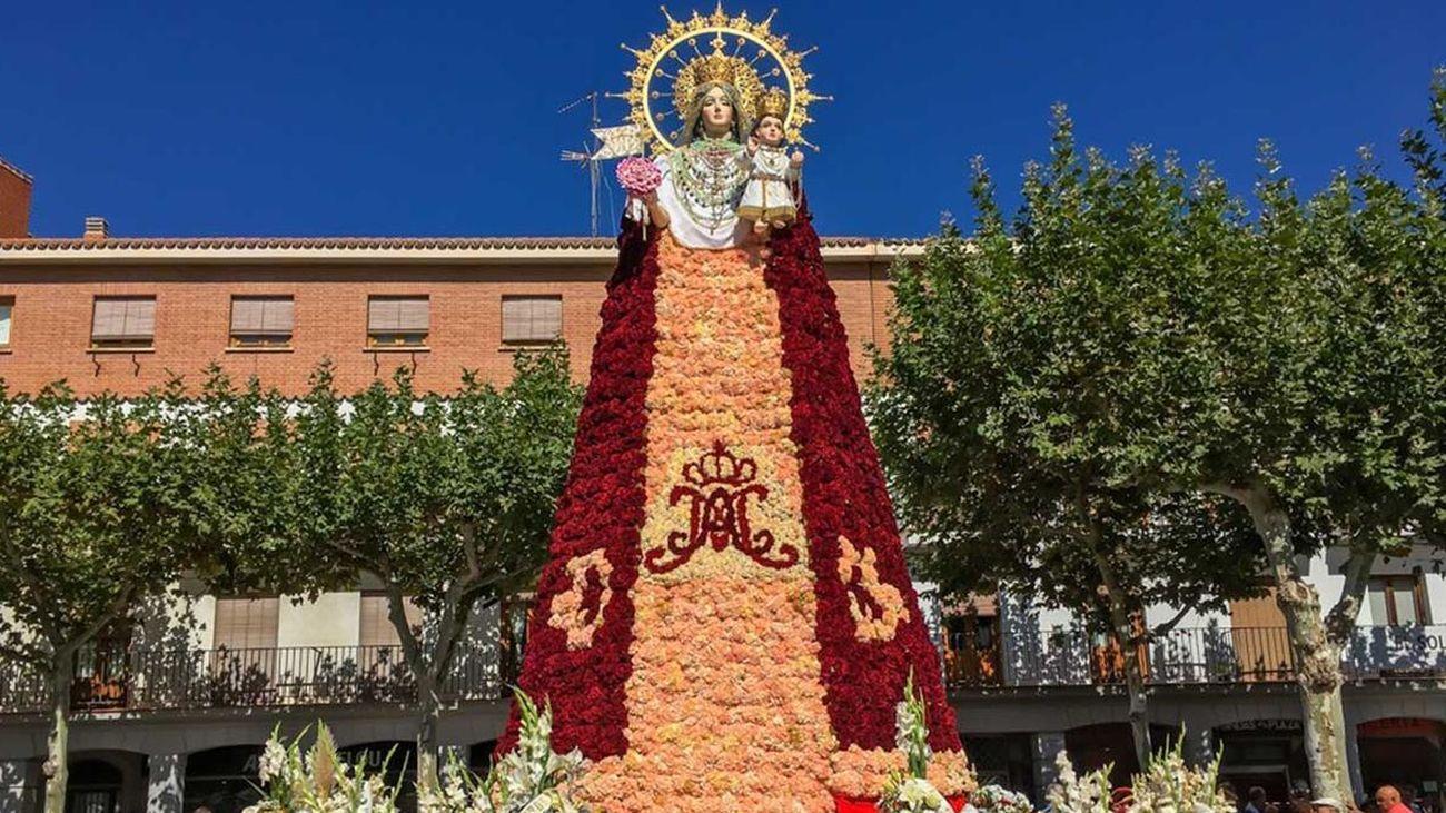 Torrejón celebra la tradicional ofrenda floral en homenaje a la Virgen del Rosario