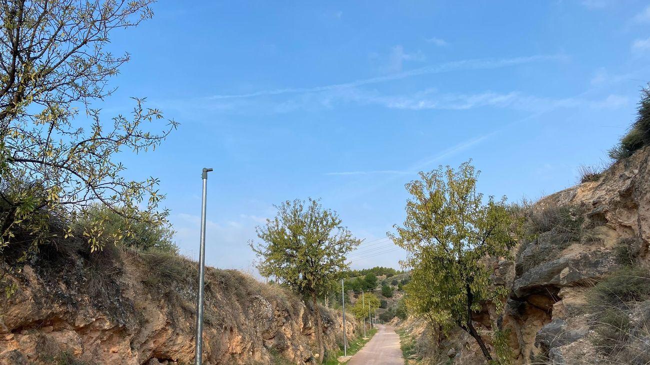 Roban la mitad de las farolas del acceso al helipuerto de Morata de Tajuña