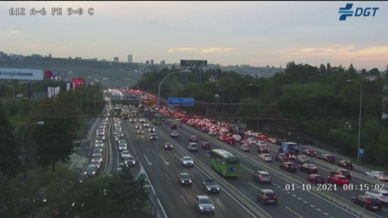 Retenciones en hora punta en las principales carreteras de acceso a Madrid