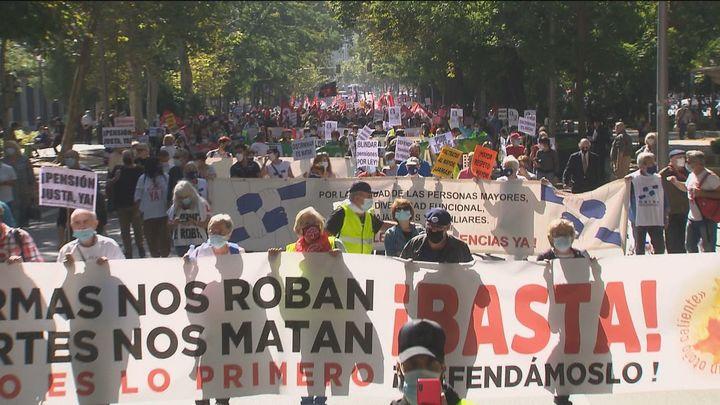 Miles de pensionistas protestan en Madrid contra la reforma de las pensionesque proyecta el Gobierno