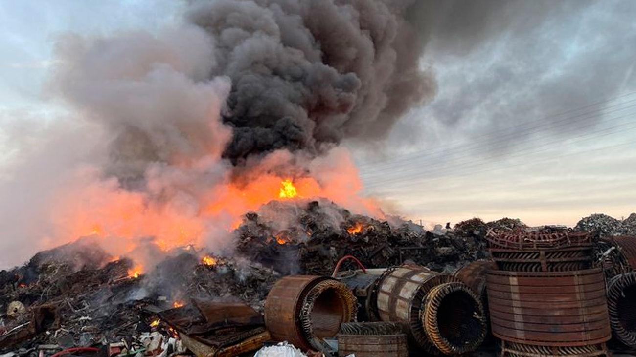 Controlado un incendio en una planta de reciclaje de Torrejón de Velasco