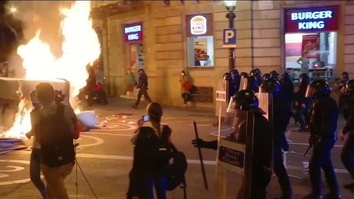 Otro fin de semana de botellones en Barcelona, con incidentes y saqueos en establecimientos