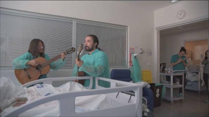 Vuelve la musicoterapia al Hospital de Torrejón para humanizar los cuidados intensivos