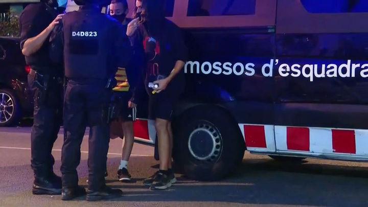 Cuatro menores detenidos y 3 mossos heridos leves tras la marcha del 1-O