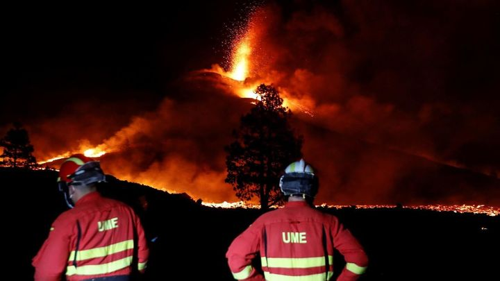 Aumenta la actividad explosiva del volcán  de La Palma y no se descarta la aparición de nuevas bocas
