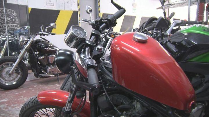 Un taller de Fuente del Berro customiza motos con apariencia clásica