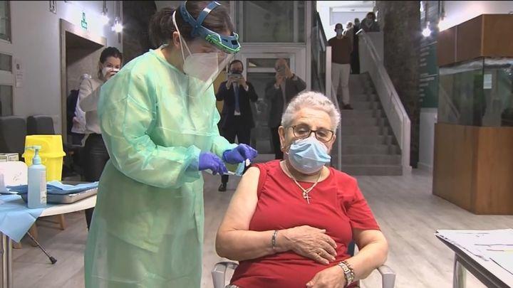 Habrá tercera dosis de la vacuna del Covid para mayores de 65 años junto a la de la gripe