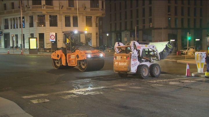 Las obras de la Plaza de España avanzan con el asfaltado para estar terminadas en noviembre